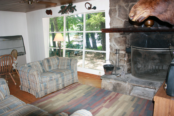 Wild Turkey Riverfront Cabins - Wood Burning Stone Fireplace In Living Room